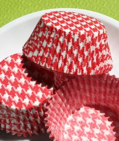 red houndstooth cupcake liner