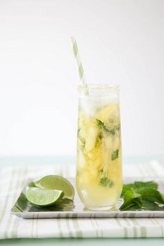 Pineapple Mojitos #cocktail | Annie's Eats