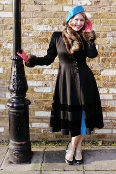 The wonderfully lovely Charlotte from Tuppence Ha'penny sporting beautiful peacock inspired hues, fur, and pink gloves (love!). #vintage #fashion #bloggers
