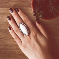 Maxi Anel Oval Bolinhas Creme Prateado - LAÇOS de FILÓ | acessórios femininos