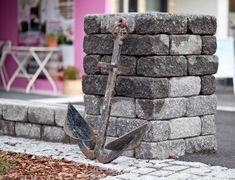 Pihan ja puutarhan kasvojenkohotus ei vaadi ihmeitä. Pienillä, persoonallisilla yksityiskohdilla tuot pihaasi vaivattomasti uuden, itsesi näköisen ilmeen!  Kuvan tuote: Lakka Antiikkimuurikivi (musta).  #pihakiveys #teeseitse #pihaideat #kesäkotona #rakentajat2020 #pihakivet #muurikivet Garden Planning, Concrete, Backyard, Outdoors, Gate Valve, Patio, Backyards, Outdoor Rooms, Garden Design