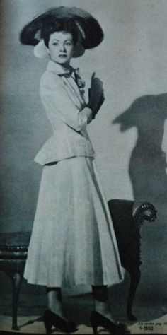 suit with wide skirt, Margriet 1950