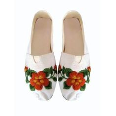 Alpargatas Bordadas Mexican Fashion, Mexican Outfit, Flower Fashion, Diy Fashion, Embroidered Clothes, Crochet Shoes, Kinds Of Shoes, Lace Making, Painted Shoes