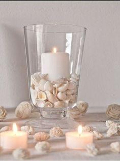 Verlobung Tischdeko Ideen-weiße Kerzen Muschel