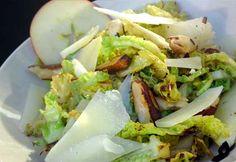 Wirsing Salat mit Äpfeln, Paranüssen und Pecorino