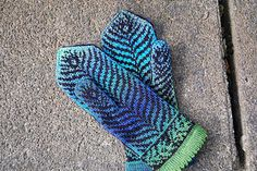 Peacock Feather Mittens - Stranded Colorwork