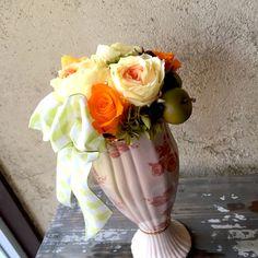【誕生日には明るいビタミンカラー「黄×オレンジ」大輪バラのプリザーブドフラワー】