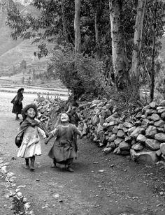 One of the photos that Nereo Lopez likes to give as a gift. He took it in Pisac, Peru in 1960.