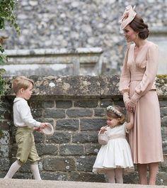@noblogdalayla「E pro casamento perfeito, ainda teve os irmãos mais fofos de toda #royalfamily George e Charlotte…」
