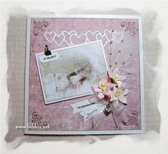 Et par dåpskort til Vanessa. Det første her er med Pion og Maya ark. Pyntet med blomster, perler, fibertråd, pyntenåler og litt glitter. ...