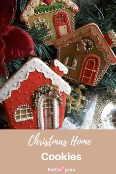 Spicy Sweet houses decked out for Christmas. Cookies by Teri Pringle Wood (christmas sweets recipes sugar) Christmas Sugar Cookies, Christmas Sweets, Christmas Cooking, Noel Christmas, Holiday Cookies, Christmas Ornaments, Italian Christmas, Christmas Cakes, Christmas Recipes