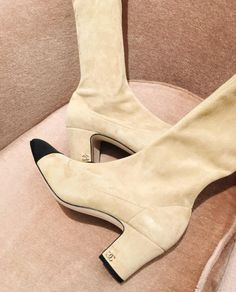 stylishblogger: Pretty suede thangs by @chrisellelim