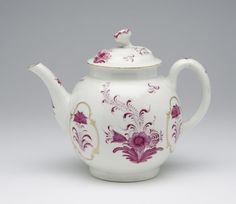 Teapot   Made by the Worcester porcelain factory, England, 1770