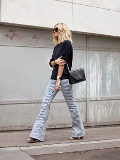 Le jean flare rayé, ou comment allonger discrètement la jambe... (pantalon Acquaverde - blog Adenorah)