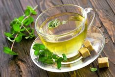 DIRECTIONS on How to Dry Mint Leaves for Tea! These DIY instructions shows how easy it is to dry your mint plant so you can make your own homemade mint tea. I store this dried mint tea for months so I can enjoy the health benefits year round! Drying Mint Leaves, Fresh Mint Tea, Spearmint Tea, Mint Plants, Tea Benefits, Health Benefits, Salud Natural, Fruit Tea, How To Make Tea