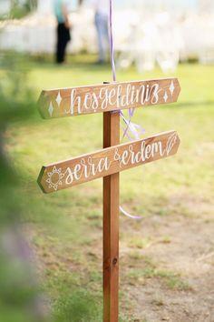 ahşap üzerine el yazısı çalıştığım tabela. kır düğünü, nişan gibi özel günlerinize el yapımı tabela için bana ulaşın  dm > @gunessistemi_ mail > ggunesa@gmail.com