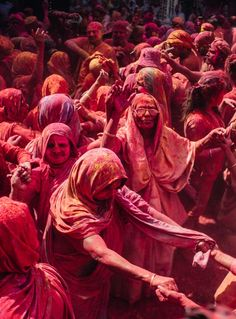 One thing that makes India so unique is the sheer volume of different religions & religious festivals celebrated each year. Come & explore India through festivals. Holi Pictures, Holi Images, India Images, Art Pictures, Indian Pictures, Travel Destinations In India, India Travel, Wedding Destinations, Festivals Of India