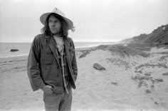 Neil Young was born in Toronto, Canada on November 12, 1945. By the time he settled in Los Angeles in 1966 he had been performed as both an acoustic folkie and a grungy guitar rocker, so he was primed and ready for his roles as a solo artist as well as the pioneering Buffalo Springfield, garage
