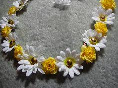 y flower headband Fun Crafts To Do, Summer Crafts, Daisy Headband, Hippie Party, Floral Crowns, Cute Headbands, Hair Bands, Gossip News, Hairspray