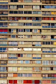 At first glance I thought it was Kazuyo Sejima's Gifu Kitagata Apartment Building, but it wasn't. Anyhoo…That's what Pang would call a facade Popular Photography, Urban Photography, Street Photography, Landscape Photography, Building Photography, Architectural Photography, Tower Block, Pattern Photography, Urban Architecture