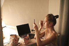 Εύκολα Κόλπα για να Διατηρήσετε Νεανικό το Δέρμα σας στα 40 Makeup Tricks, Best Makeup Tips, Best Makeup Products, Makeup Tutorials, Makeup Ideas, Bright Makeup, Simple Makeup, Easy Makeup, Shopping