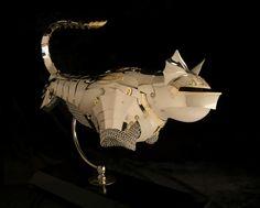 Metallene Rüstungen für Katzen und Mäuse von Jeff de Boer  - http://freshideen.com/art-deko/metallene-rustungen.html