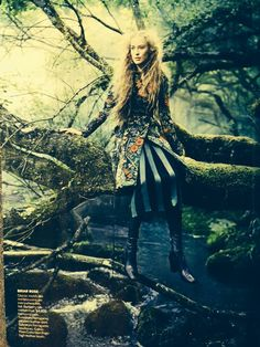 The clothing illustrated in a fairy tale for grown-ups, is reminiscent of garments made during the Middle Ages Fairy Tale Images, Fantasy Images, Middle Ages, Beautiful Images, Fingers, Fairy Tales, Author, Illustration, Artist