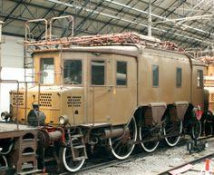 Locomotore elettrico a scartamento universale 1914 - GR 330. Dopo il successo del GR.550, le FS  estesero il programma di elettrificazione delle linee anche in aree non montane: nacque la necessità di costruire locomotive elettriche in grado di raggiungere velocità operative di almeno 100 km/h e non più limitate a due velocità di marcia. Il Gr. 330 inizialmente venne diviso tra la linea Monza-Lecco, Genova-Savona e in seguito Genova-Livorno; fu accantonato e demolito nel 1963.