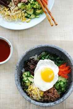 Bibimbap recipe - you can simplify to only a few toppings if you'd like!Traditional Bibimbap recipe - you can simplify to only a few toppings if you'd like! Bibimbap Sauce, Bibimbap Bowl, Korean Bibimbap, Bibimbap Recipe Easy, Dolsot Bibimbap, Vegan Bibimbap, Asian Recipes, Healthy Recipes, Ethnic Recipes