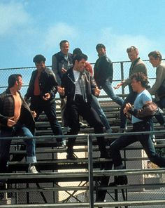 I think I've seen this movie 1000 times I love it so much Grease is awesome Iconic Movies, Old Movies, Grease Movie, Grease 1978, Grease Boys, Grease John Travolta, Grease Is The Word, Cinema, Film Music Books