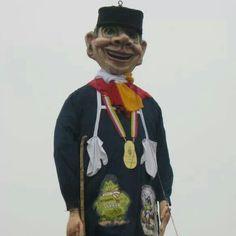 Carnaval in oeteldonk met knilles