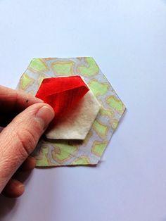 Mit Hand und Herz und viel Fantasie: Quilt-as-you-go Hexagon Tutorial