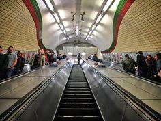 Executive Visual Experiences Melanie E. Rijkers #PhotoCoach #PhotoTherapy #executivecoaching #creative #inspiratie #Eyespiration #PuurZien #London #Londen #underground #tube #metro #subway Underground Tube, Metro Subway, Basketball Court, Mindfulness, In This Moment, London, Creative, Photography, Life