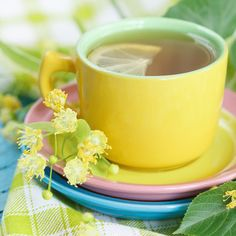 The Science of How Tea Benefits Your Brain - The Best Brain Possible It can be daunting to adopt healthier habits, but you don't have to overhaul your whole life. It can be as simple as adding a few cups of tea to your day. #tea #drink #health #mentalhealth #brain #brainhealth #diet #food