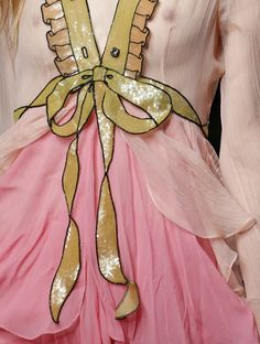 """lamorbidezza: """" Gucci Spring 2016 Details """" normally not a gucci fan but OMG. Haute Couture Style, Couture Mode, Couture Fashion, Pop Art Fashion, Fashion Week, Fashion Design, Elie Saab, Gucci Spring, Gucci Dress"""