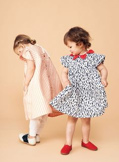 Baby und kids dress DORA from 100% organic cotton (GOTS) PERCALE Made in Germany by macarons. The sophisticated dress DORA is a beautiful simple yet elegant summer dress for babys and girls up to 8 years. It is a great dress for all spring/summer festivities such as baptisms, weddings or birthdays but can also be worn very casual in kindergarten and school. SHOP NOW www.macarons-shop.com
