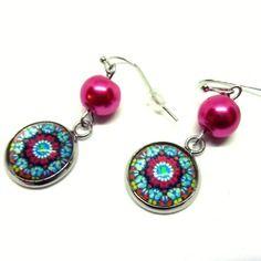 Boucles d'oreilles cabochon rosaces colorées et perle en verre rose fuchsia