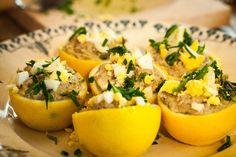 Une recette originale pour l'été : des citrons farcis à la crème de thon.
