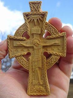 Λειμώνας Wood Carving Designs, Wood Carving Patterns, Small Icons, Crucifixion Of Jesus, Chip Carving, Cross Art, Crosses Decor, Christian Art, Religious Art