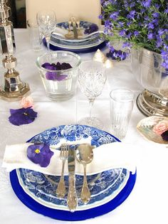 Table setting in the spring.