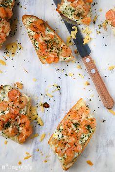 Garlic shrimps baguette