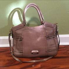 "Large Guess Handbag EUC Guess Tote/Hobo bag! Approx 18"" by 11"". Guess Bags Hobos"