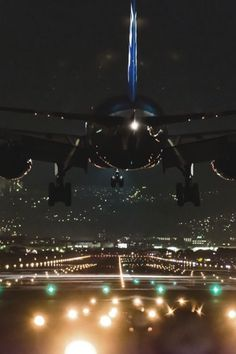 A flight just for dinner. Foto Glamour, Commercial Aircraft, Civil Aviation, Jet Plane, Private Jet, Air Travel, Fighter Jets, Cool Pictures, Skyline