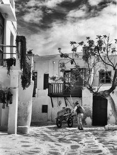 Μύκονος 1963 φωτογραφία Lala Aufsberg Old Time Photos, Old Pictures, Photomontage, Mykonos, Black And White Photography, Greece, Art Pieces, Vintage, Painting