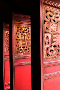 Ornate doors at the entrance to Ngoc Son Temple on Hoan Kiem Lake in the middle of the Old Quarter of Hanoi, Socialist Republic of Vietnam. My neighborhood when I am in Hanoi. Chinese Door, Chinese Art, Chinese Culture, Chinese Design, Chinese Style, Asian Design, Porches, Hanoi Old Quarter, Peking