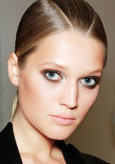 The Prettiest Hair-And-Makeup Combos: Smoky Eyes