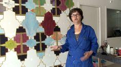 #5 Clari de Waal - My wall is my castle. Kunstenares Clari de Waal maakt met buurtbewoners een wandschildering bij de ingang van de nieuwe T...