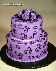 I totally want this for my wedding cake. though I would put light blue flowers on top and around since my colors are purple and blue :)!