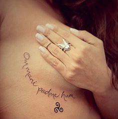 """Om mani padme hum. Significa """"da lama nasce a flor de lótus"""" É um dos mantras…"""