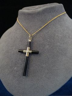Cross im 14k gold with black onyx from the 1800s. Has an injury to the epitope of the sides.    Stamped: 14k  Pendant height 4.5 cm  Width: 2.5 cm  Weight: 1.7 gr